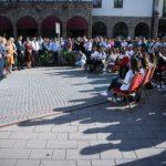 Haradinaj pritet nga të rinjt pejanë: E mbështesin konceptin100% shtet